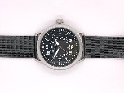 Reloj con malla milanesa